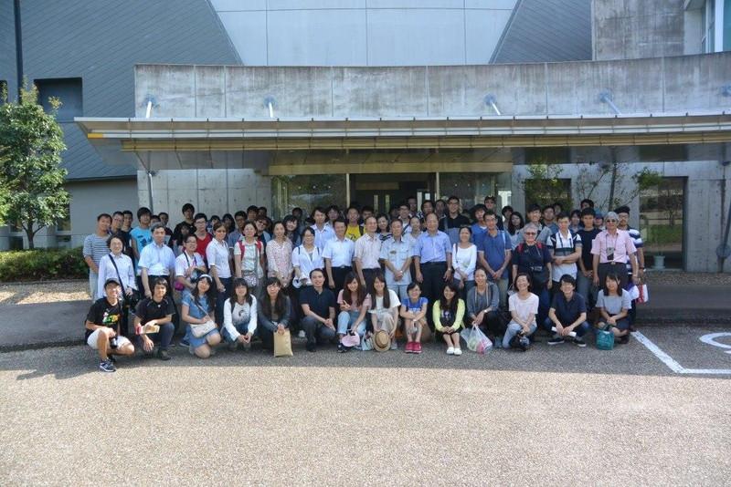 京都府の研究施設の見学会での集合写真