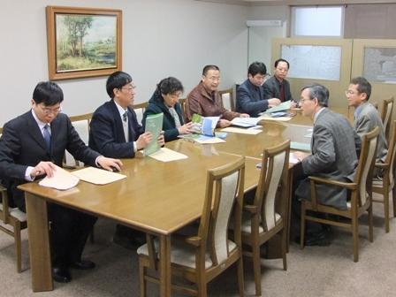 北京市農林科学院H22.12.21 (懇談の様子).jpg
